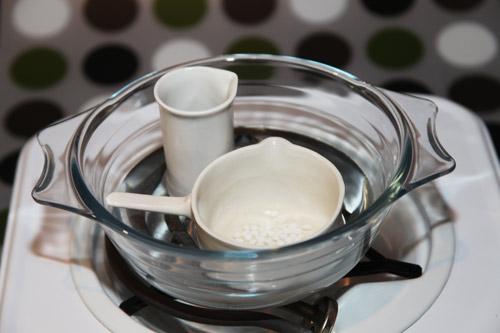 Нагреваем водную и масляную фазы крема